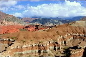 Dans quel pays pourrez-vous admirer les impressionnantes formations géologiques formant la Quebrada de las Conchas ?
