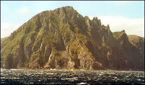 Quel archipel ou quelle île n'est pas correctement associé(e) au pays auquel ou à laquelle il/elle appartient ?