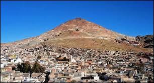 Dans quel pays se trouve la ville de Potosi, située à plus de 4000 mètres d'altitude et célèbre pour ses mines ?
