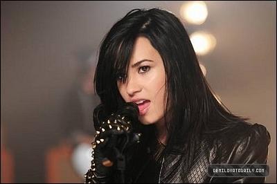 """La chanson est le deuxième single de son album """"Here We Go Again"""". Peux-tu me dire de quelle chanson provient ce clip ?"""
