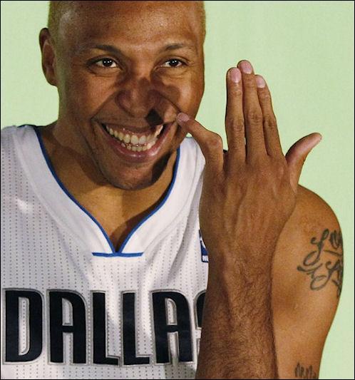 Ce joueur au petit doigt déformé est Shawn Marion, champion NBA 2011 avec les Dallas Mavericks. Il débarque cette saison à Cleveland, mais a-t-il déjà joué avec LeBron James ?