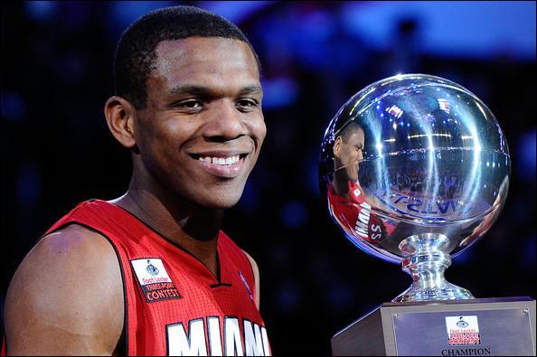 James Jones, tout comme LeBron, est arrivé de Miami dans l'Ohio cet été. Quel est le trophée individuel qu'a remporté James Jones en 2011 ?