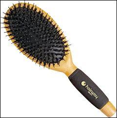 On se brosse les cheveux avec, je suis...