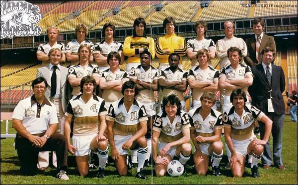 Club américain aujourd'hui disparu, on ne risque pas d'oublier leur maillot de 1978 !