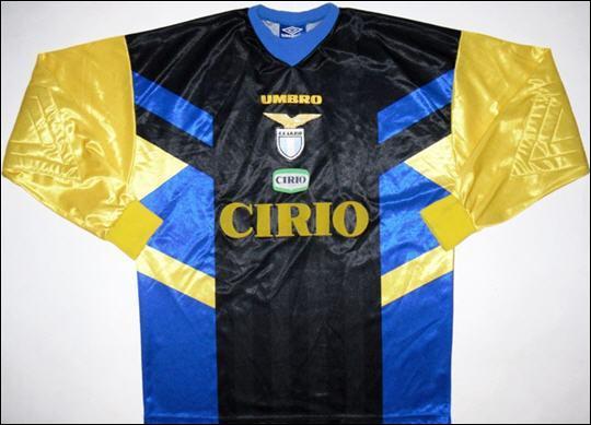 Facile à trouver, ce maillot d'un grand club italien en 1997 :