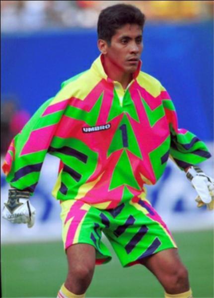 Jorge Campos était un grand gardien de but mais il était aussi connu pour ses maillots dont il faisait lui-même le design pour les matchs de la Coupe du monde 1994 avec sa sélection :