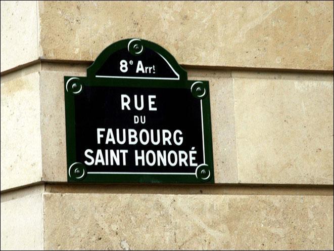 Nous venons de quitter la rue du Faubourg Saint-Honoré, quelle était la couleur de la case représentant ce boulevard sur le plateau du Monopoly ?