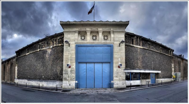 En quittant la rue de Breteuil, nous tombons sur une case qui nous donne directement rendez-vous :