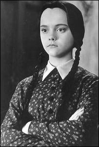 """Dans la première version de """"La Famille Addams"""", la fille possède une petite tarentule répondant au nom de :"""