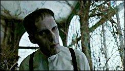 En charge de l'entretien du manoir, nous avons le serviteur, sosie de Frankenstein, nommé :