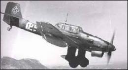 Comment avait-on surnommé les redoutables avions bombardiers et mitrailleurs en piqué de la Luftwaffe ?