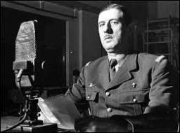 Le sous-secrétaire d'État à la Guerre et à la Défense nationale, Charles de Gaulle se réfugie à Londres, refusant la défaite. Le 18 juin 1940, il lance au peuple français le célèbre appel à la résistance sur la BBC. Dans quelle unité militaire s'était-il distingué pendant la bataille de France (mai-juin 1940) lui permettant d'obtenir le grade de général ?