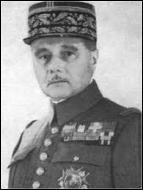 Quel est le nom du commandant en chef des forces alliées qui a décidé de lancer le plus fort de ses troupes en Belgique pour contrer l'offensive allemande ?