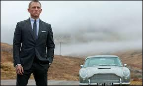 Quel est dans l'ordre de leur sortie, les trois derniers James Bond, dont le personnage est interprété par Daniel Craig ?