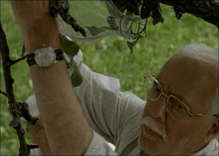 """Dans le film """"Une hirondelle a fait le printemps"""", quel est le métier de Michel Serrault ?"""