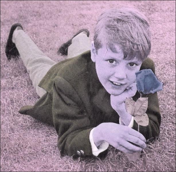 """La chanson """"chante avec moi"""" était chantée en duo, quel était ce petit garçon qui donnait la réplique ?"""