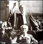 """Le 23 juillet 1945 s'ouvre le procès de Philippe Pétain devant la Haute Cour de Justice. Le général de Gaulle commue la condamnation à mort en peine de réclusion à perpétuité en raison du grand âge du """"héros de Verdun"""". Quel âge avait-il lors du prononcé de la sentence ?"""