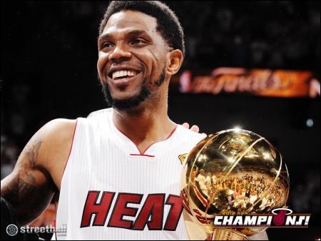 12 ans que Udonis Haslem est arrivé en NBA et qu'il joue pour le Heat, il fait donc partie intégrante de l'histoire de cette franchise. Quel record possède-t-il au sein de celle-ci ?