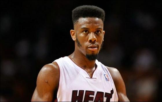 Trois saisons jouées et déjà trois finales NBA disputées pour ce jeune joueur de 26 ans, il y a pire comme début de carrière non ! ? Qui est donc ce joueur qui prend toujours un peu plus d'importance dans la rotation du Heat chaque année ?