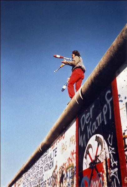 On est le 7 novembre 2014 , le mur de Berlin est tombé il y a :