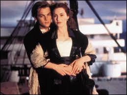 Qui était le fiancé de Rose au moment de son embarquement sur le Titanic ?