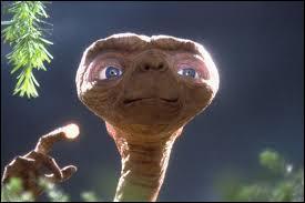 """Puis... """"E.T. téléphone maison"""" !"""