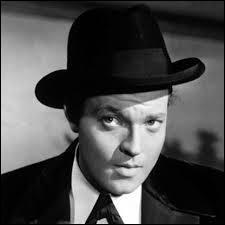 Lequel de ces mots prononcé par Charles Foster Kane restera célèbre ?
