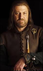 Je ne peux ni posséder de terre ni prendre femme, mon épée n'a pas de nom et j'ai déjà discuté avec Tyrion Lannister et Eddard Stark. Qui suis-je ?