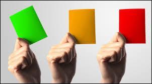 De quelle couleur est le carton s'il entraîne un arrêt de jeu et une expulsion ?