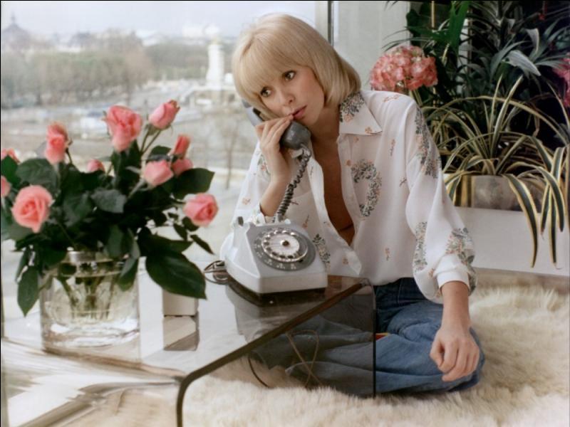 Comment était le téléphone dans un film d'Edouard Molinaro ?