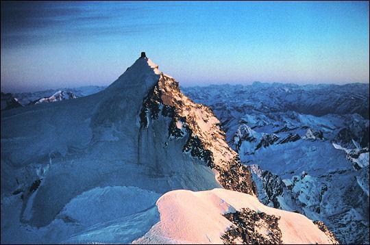 Quel est ce mont frontalier entre la Suisse et l'Italie ?