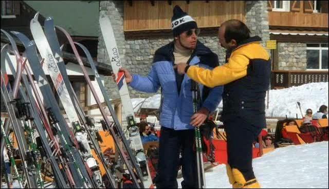De quelle marque sont les skis de Bernard ?