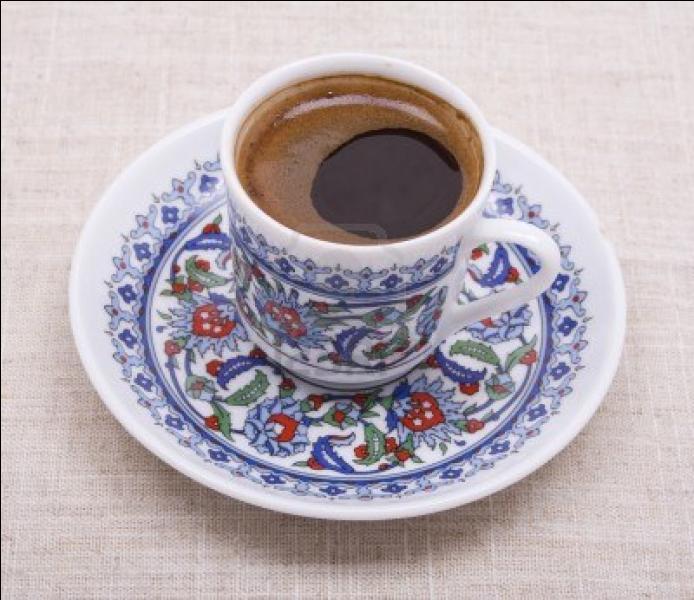 Pour finir on nous sert un café turc. Et que trouve-t-on dans un café turc ?