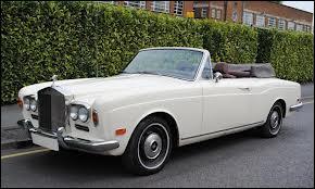 Quel est le nom de ce cabriolet de luxe ?