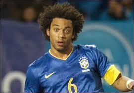 Comme défenseur gauche titulaire, je ferais jouer Marcelo, mais dans quel club de football espagnol ce Brésilien joue-t-il ?