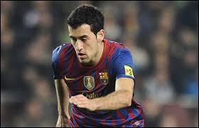 Ensuite, je mettrais (toujours en milieu défensif) un joueur du FC Barcelone.