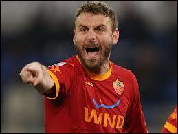 Comme quatrième milieu défensif, je mettrai Daniele De Rossi...