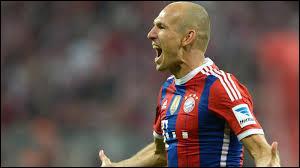 À droite, je choisirais un Hollandais qui joue au Bayern Munich (lui aussi) nommé Robben et prénommé...