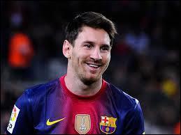 Pour le joueur de pointe titulaire, je ferais jouer, incontestablement, Lionel Messi, élu Ballon d'or ... fois. (2015)