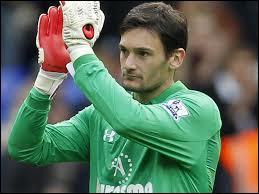Comme goal remplaçant, je choisirais un Français, qui a évolué à Lyon avant de partir jouer en Angleterre... Son nom est Lloris mais dans quel club joue-t-il ?