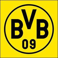 Le deuxième défenseur central titulaire serait Mats Hummels, cet Allemand évolue dans un club, lequel ?