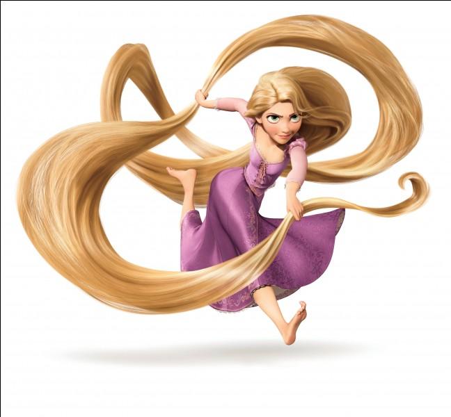 Ma chevelure est dorée et très longue, je suis la princesse...