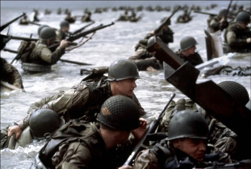 Dans quel film, après avoir débarqué sur une plage Normande avec son unité, le personnage meurt-il à la fin ?