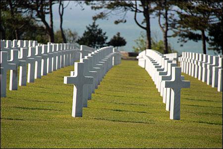 Savez-vous combien il y a de tombes au cimetière militaire américain de Colleville-sur-Mer ?