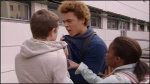 Avec quel lycéen Baptiste passe-t-il son temps à se disputer ?