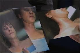 Pour débuter, parlons de la terrible mort d'Elise Carmin lundi.Qu'avait-elle sur elle ?
