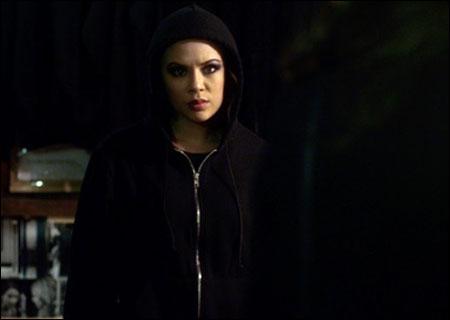 Mona meurt dans quel épisode de la saison 5 ?