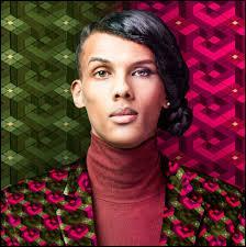 Dans le clip officiel de cette chanson, Stromae se déguise en femme. Quelle est la chanson concernée ?