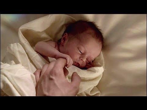 Quel est le nom de la fille de Klaus et Hayley ?
