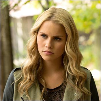 Qui Rebekah a-t-elle aimé par le passé ?